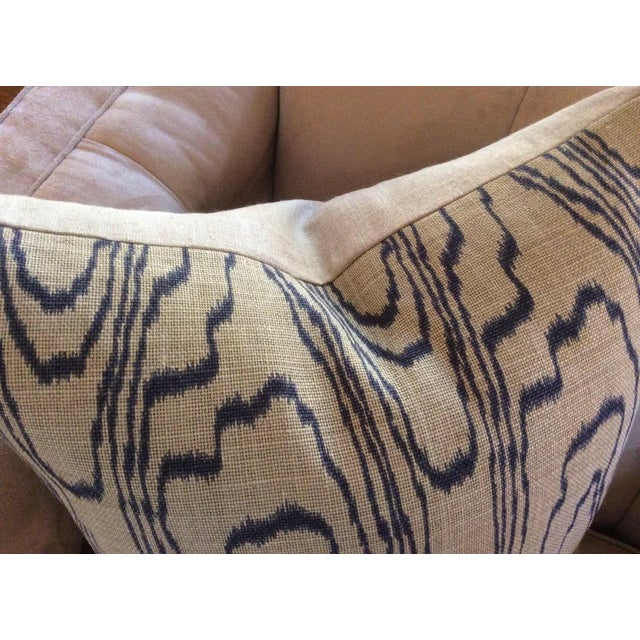 """Lee Jofa Contemporary """"Slate Blue"""" Swirl Linen Pillow Covers - a Pair For Sale - Image 4 of 6"""