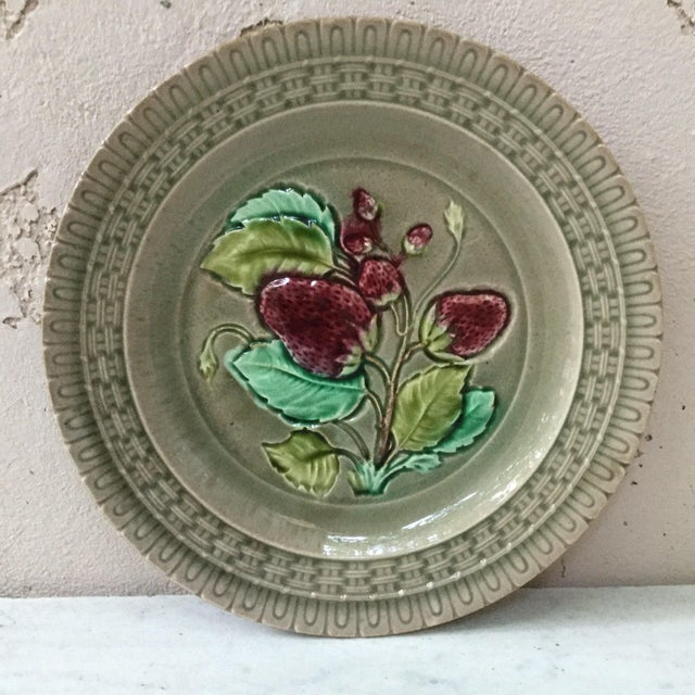 Late 19th Century 19th Century Majolica Strawberry Plate Wedgwood For Sale - Image 5 of 7