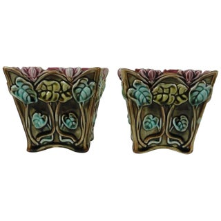 1900s Majolica Cyclamens Cache Pots Onnaing - A Pair For Sale