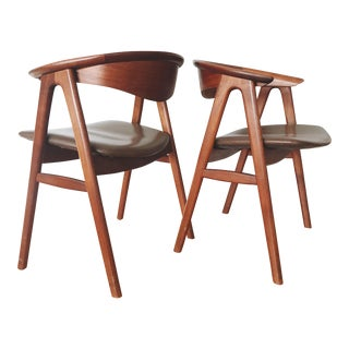 1960s Vintage Erik Kirkegaard for Høng Stolefabrik No. 52 Chairs - A Pair For Sale
