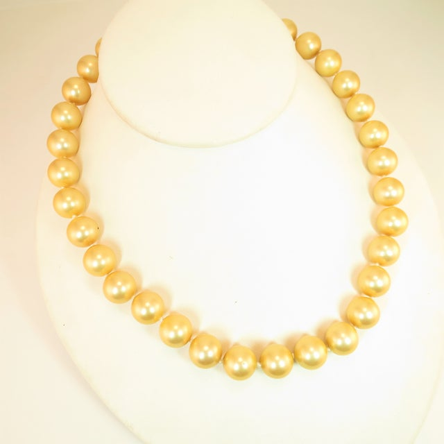 Faux South Seas Pearl Necklace 1940s For Sale - Image 11 of 11