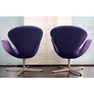 Swan Chairs Arne Jacobsen - a Pair Preview