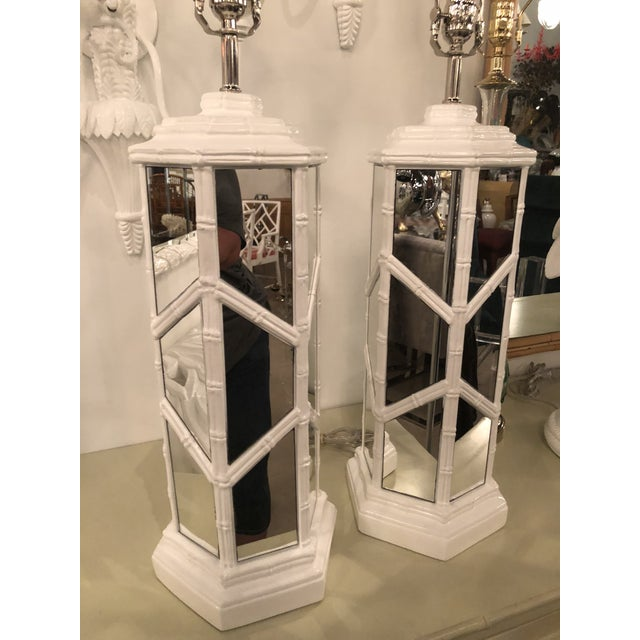 Vintage Chinese Chippendale Hollywood Regency White Lacquered Chrome Mirror Faux Bamboo Table Lamps - A Pair For Sale In West Palm - Image 6 of 13