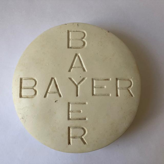 Contemporary Vintage Oversized Bayer Aspirin Advertising Pill For Sale - Image 3 of 9