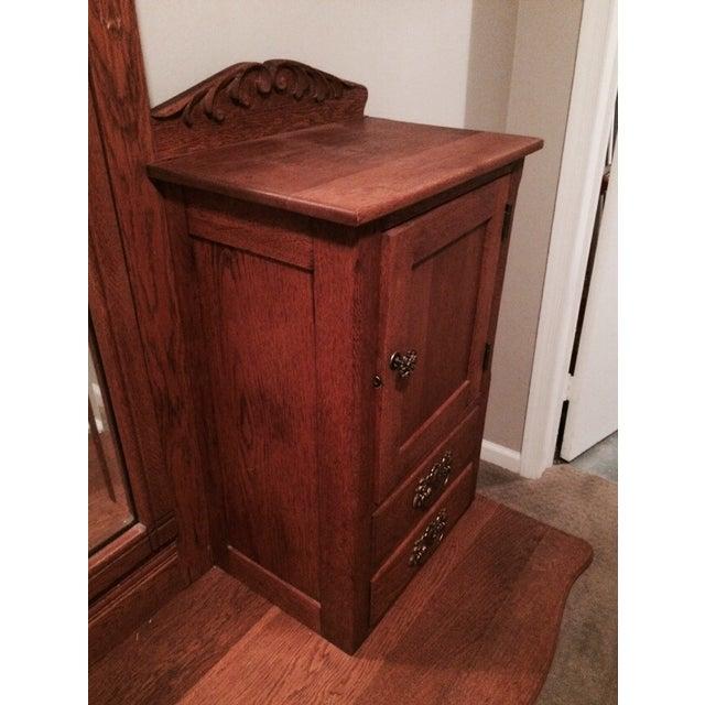 Oak Gentleman's Dresser With Hatbox and Mirror - Image 5 of 7