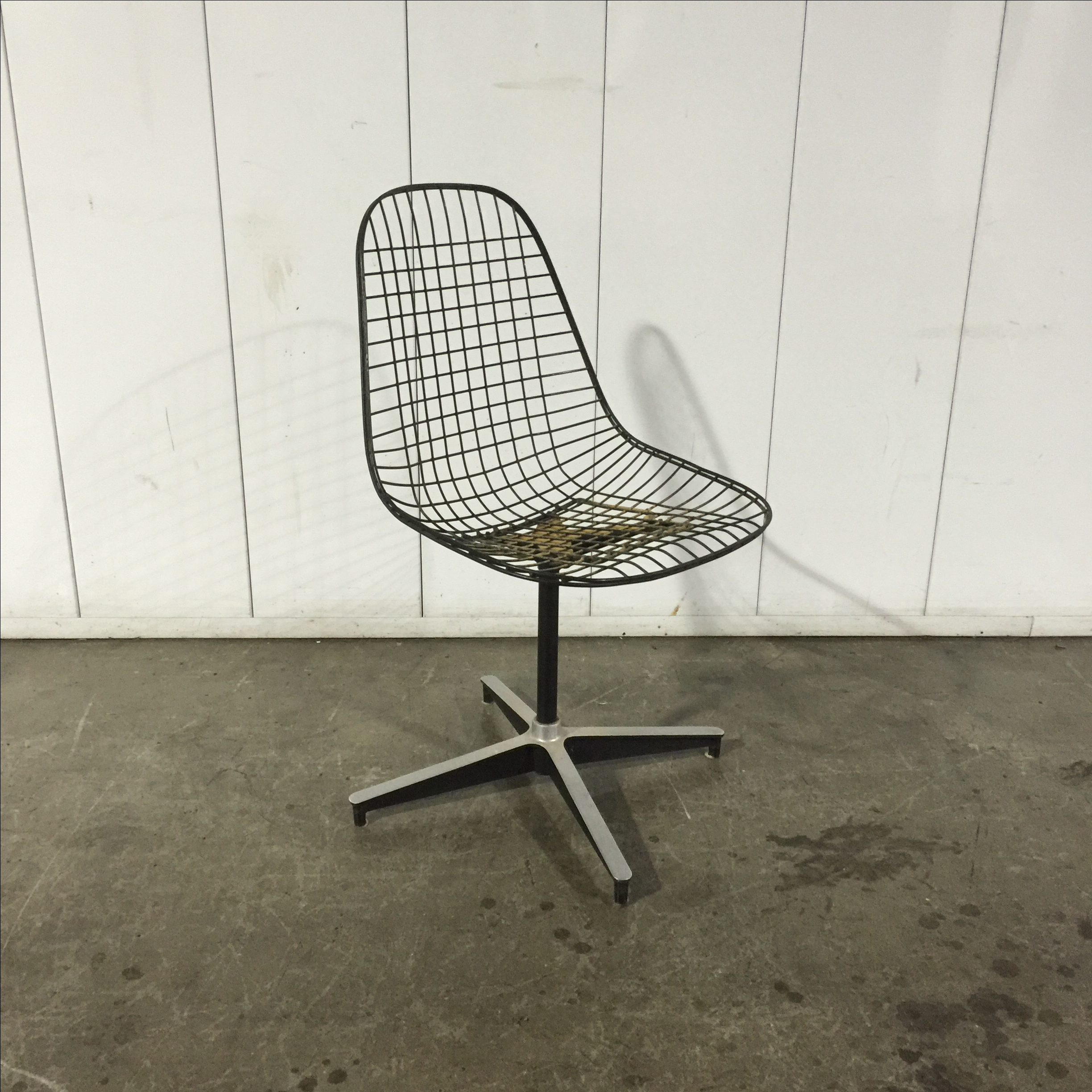 Mid Century Eames Herman Miller Pkc Wire Chair   Image 4 Of 7