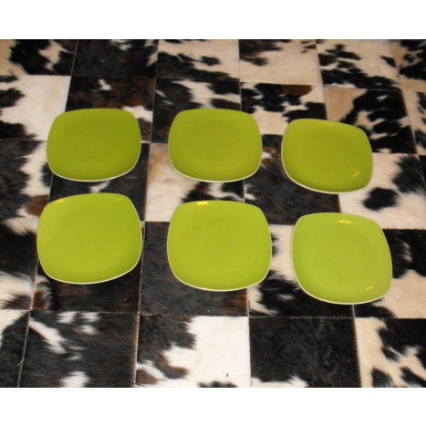 Crate & Barrel 6 Mid-Century Modern Style Avocado Dinner Plates For Sale - Image 4 of 4