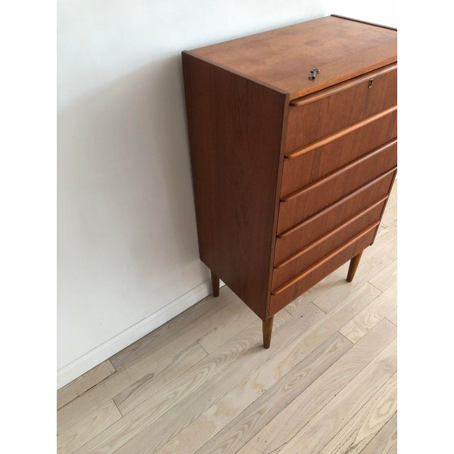 Brown 1950s Scandinavian Teak Tallboy Chest of Drawers With Key For Sale - Image 8 of 12