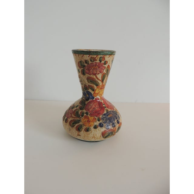 Small Floral Deruta Floral Painted Vase For Sale In Miami - Image 6 of 6