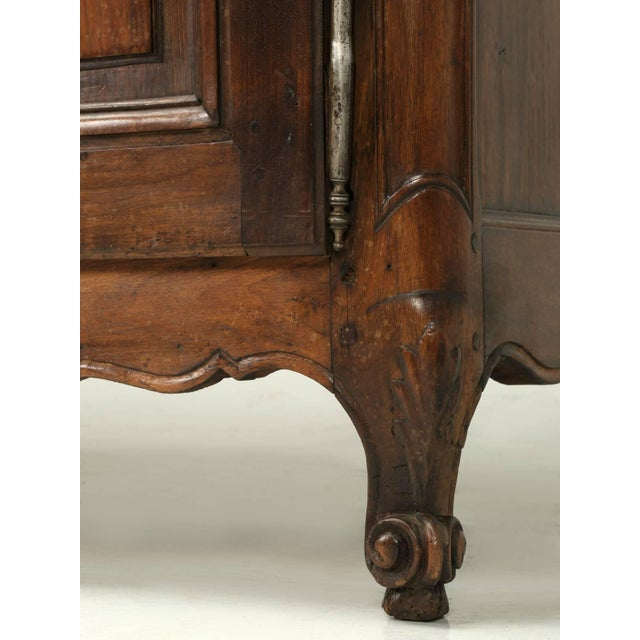 """Antique French """"très Grand"""" Buffet in Walnut For Sale In Chicago - Image 6 of 10"""