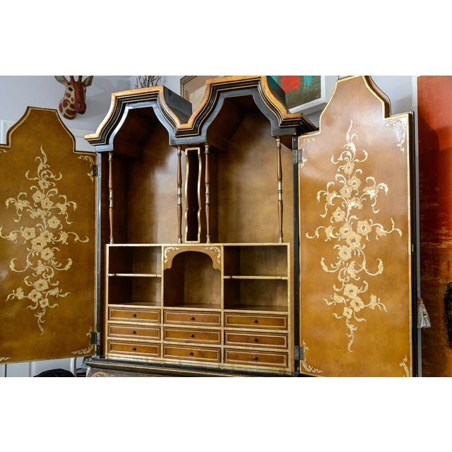 1920s Chinoiserie Chippendale Style Hunter Green & Gilt Lacquered Secretaire For Sale - Image 5 of 13