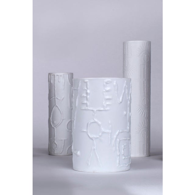 1960s 1962 Vintage Cuno Fischer for Rosenthal German White Porcelain Vases With Abstract Relief - Set of 6 For Sale - Image 5 of 6