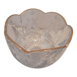 Crystal Modern Bowl With Scalloped Gold Ring and Tear Drop Design For Sale