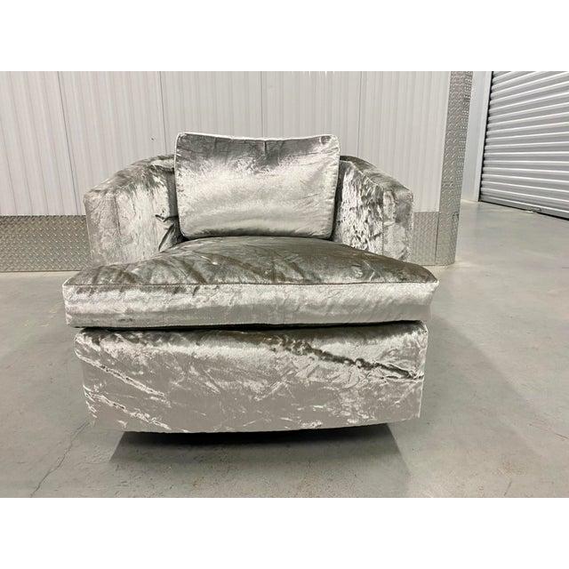 Mid-Century Modern Restored Velvet Swivel Barrel Chair by Founders For Sale - Image 3 of 9