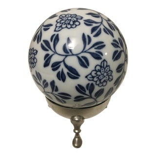 Shirley Williamsburg Virginia Vintage Pewter Pretty Blue & White Ceramic Ball on Stand For Sale