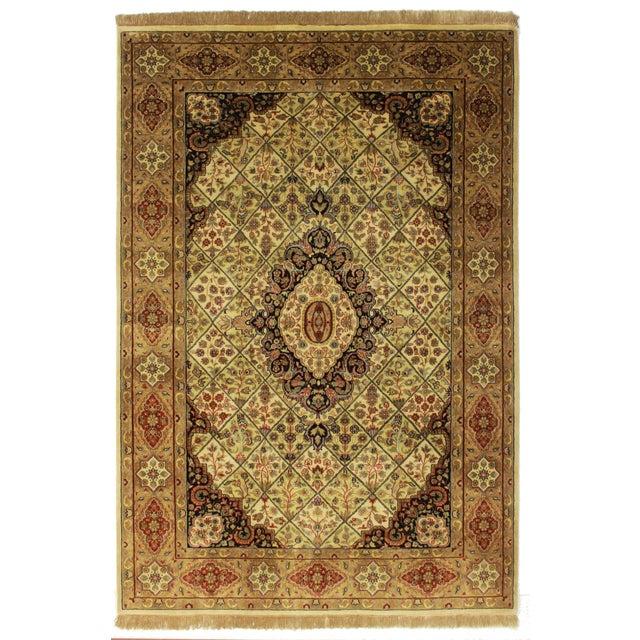 Persian pattern handmade rug. Made In India.