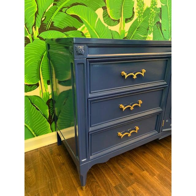 Hollywood Regency Mid-Century Nine Drawer Dresser by American of Martinsville For Sale - Image 3 of 9