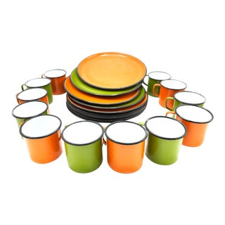 Vintage Midcentury Americana Enamelware Dish Set in Orange and Green - 24 Pieces For Sale