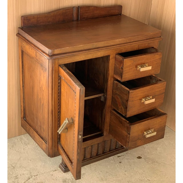 Art Deco Pair of Spanish Art Deco Heavily Hand Carved Bedside Tables Nightstands, 1920s For Sale - Image 3 of 13