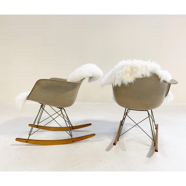 Herman Miller 1950s Charles and Ray Eames for Herman Miller Rar Rocking Chairs - a Pair For Sale - Image 4 of 9