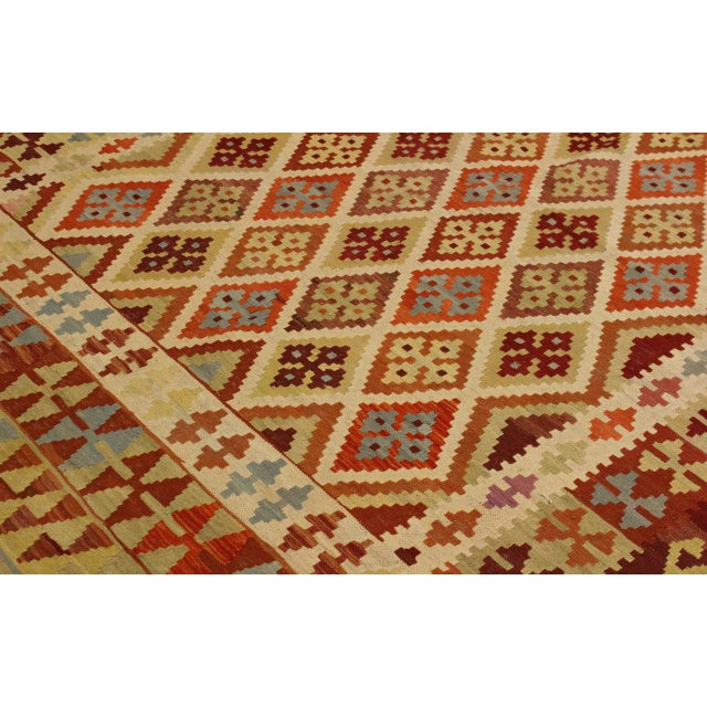 1990s Abstract Rosetta Beige/Gold Hand-Woven Kilim Wool Rug -5'10 X 7'8 For Sale - Image 5 of 8