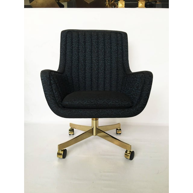 Set of Eight Ward Bennett for Brickel Associates Swivel Chairs For Sale In Dallas - Image 6 of 10
