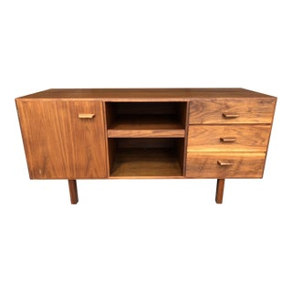 Mid Century Modern Jens Risom (Attr.) Compact Walnut Sideboard Credenza Buffet Console Dry Bar