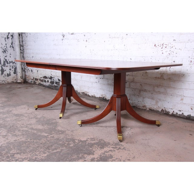 British Colonial Kindel Furniture Georgian Style Banded Mahogany Double Pedestal Extension Dining Table For Sale - Image 3 of 12