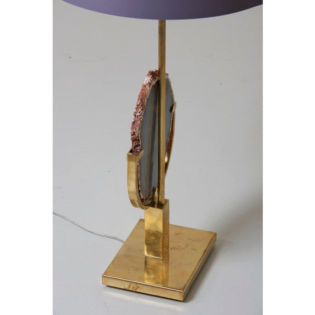 Hollywood Regency Pair of Stunning Agate Stone and Brass Table Lamps in the Manner of Willy Daro For Sale - Image 3 of 9