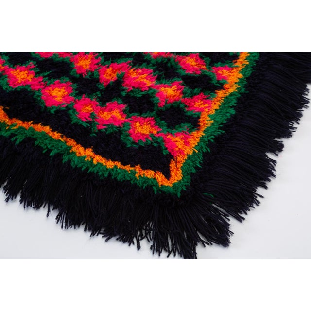 Black Hand-Tufted Peruvian Shag Rug For Sale - Image 8 of 10