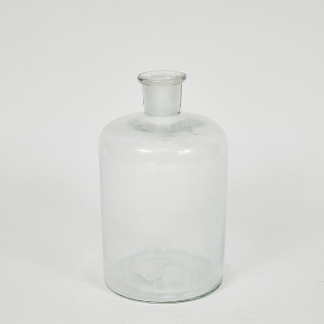 These English glass bottles date back to the early 1940s. They are available in 2 sizes and come with matching stoppers....