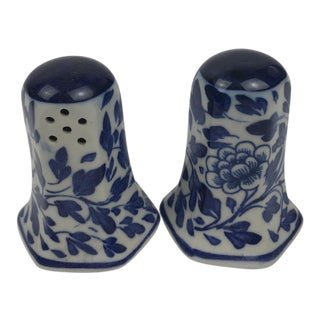 Chinoiserie Blue and White Porcelain Salt and Pepper Shakers - A Pair For Sale