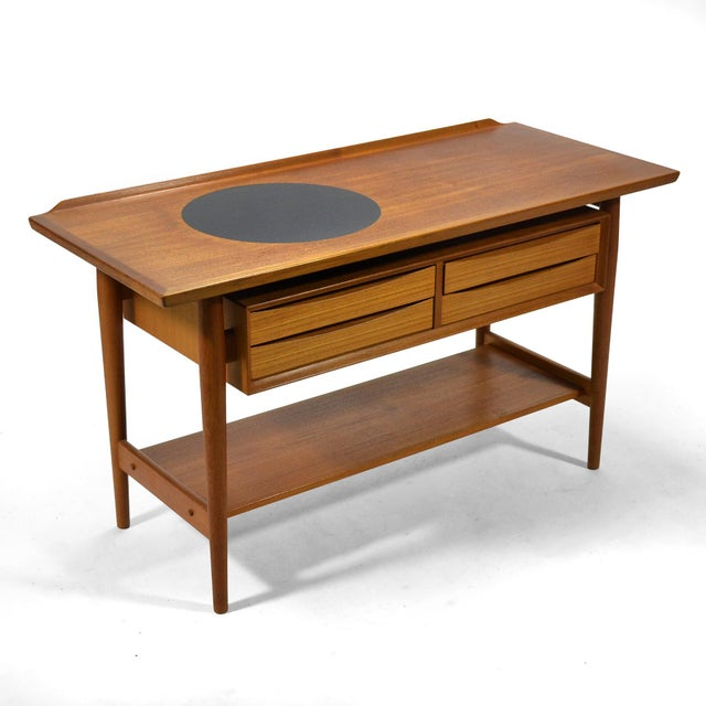This beautiful server by Danish designer Arne Vodder has many wonderful details. The top features a raised lip on three...