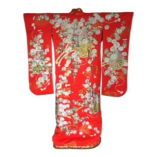 Japanese Wedding Kimono Embroidered With Chysanthemums For Sale