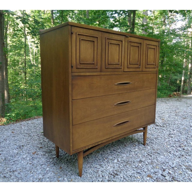 Mid-Century Modern Vintage Broyhill Sculptra Gentleman's Chest of Drawers Dresser For Sale - Image 3 of 13