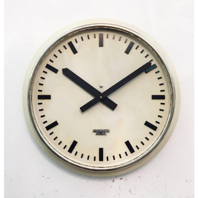Austrian Factory Clock from Siemens, 1955 For Sale - Image 4 of 5