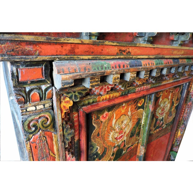 Early 20th Century Tibetan Altar Chest With Lion Motif For Sale - Image 5 of 7