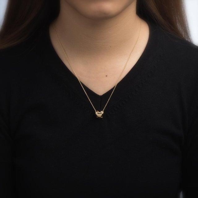 Modern Vintage Tiffany & Co. Cross My Heart Necklace 18 Karat Gold Designer Jewelry For Sale - Image 3 of 5