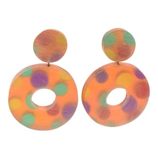 Harriet Bauknight for Kaso Oversized Lucite Clip Earrings Orange Donut Polka Dot For Sale