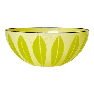 "Vintage Mid Century Cathrineholm Lotus 5.5"" Enamel Bowl in Lemon Lime Green For Sale"