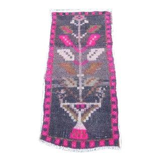 1970s Vintage Turkish Wool Rug- 1′5″ × 3′1″ For Sale