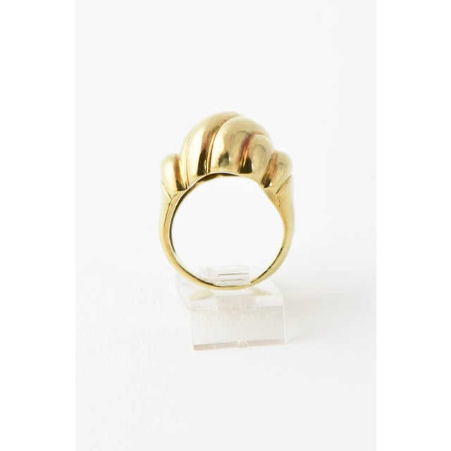 20th Century Contemporary Stylized Three-Dimensional Ribbed Yellow 14k Gold Ring For Sale - Image 4 of 8