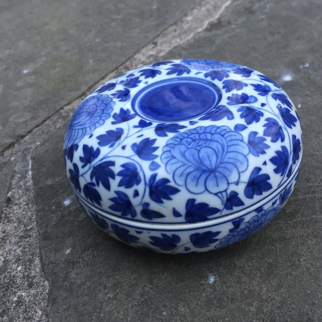 Vintage Chinese Blue White Floral Trinket Box For Sale - Image 4 of 8