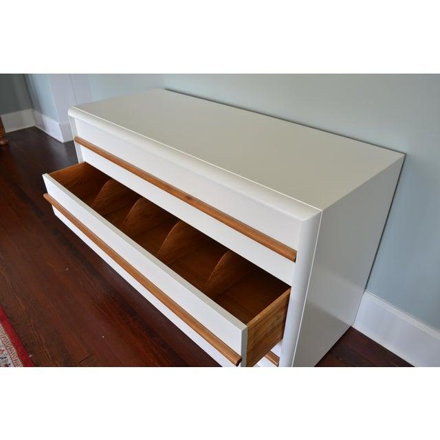 John Widdicomb Robsjohn-Gibbings White Lacquer Dresser For Sale - Image 4 of 8