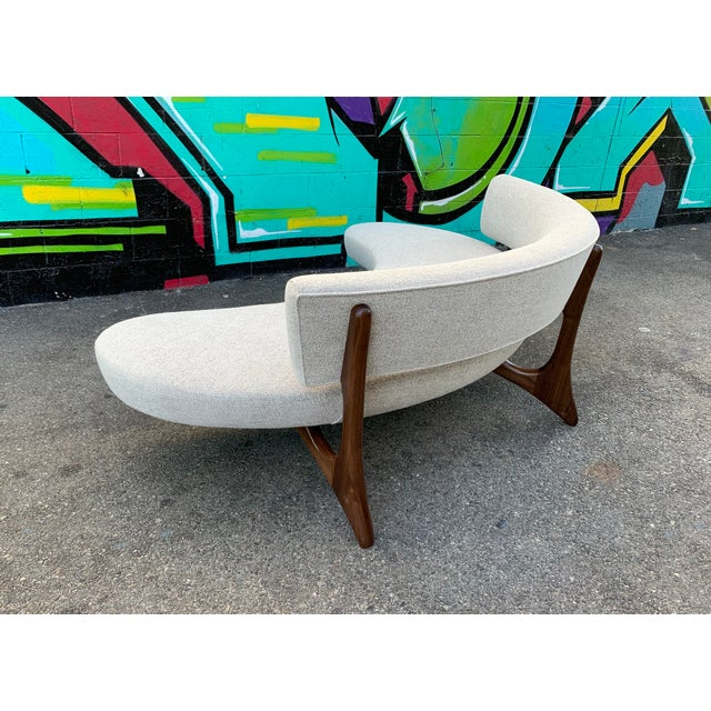 Attributed Vladimir Kagan Floating Curved Sofa For Sale - Image 4 of 7