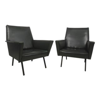 Pair of Mid-Century Modern Winged Arm Lounge Chairs For Sale