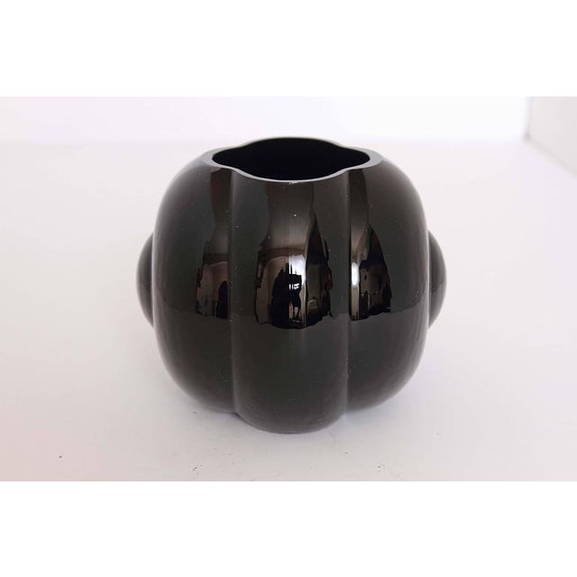 Single jet-black fishbowl vase by Sakier for Fostoria. Form # 2404. Very good condition. Classic Mid Century Modern, art...