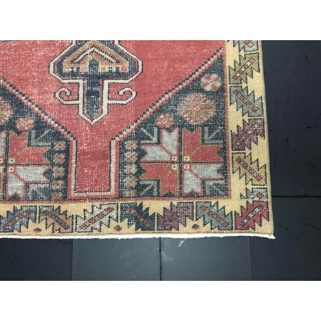 1960s Oushak Turkish Floor Rug - 4′2″ × 9′3″ For Sale - Image 5 of 11