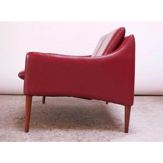 1950s Danish Modern Cranberry Leather Settee by Hans Olsen For Sale - Image 5 of 13