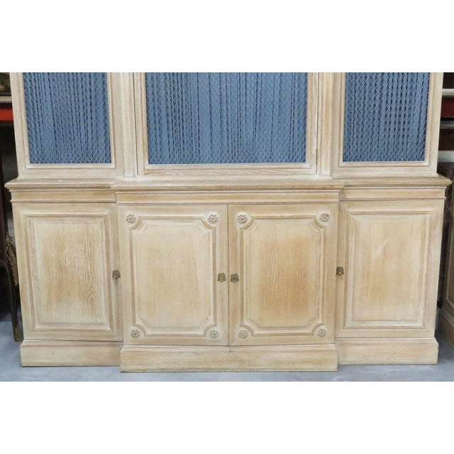 Hollywood Regency Pair of Maison Jansen Regency Style Bibliotheque Breakfronts For Sale - Image 3 of 9